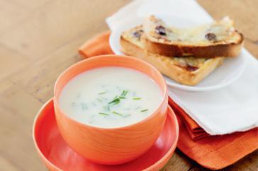 How to cook Creamy cauliflower soup with cheddar & chutney toasts