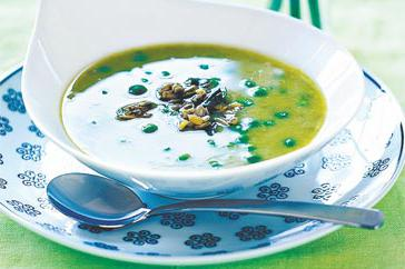 How to cook Creamy pea and basil soup