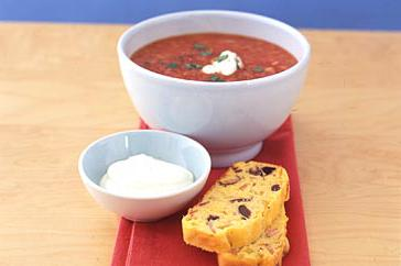 How to cook Fresh tomato soup with corn bread
