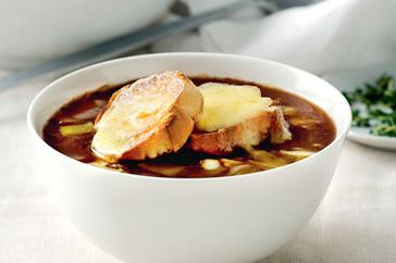 How to cook Onion soup with garlic and cheddar croutons