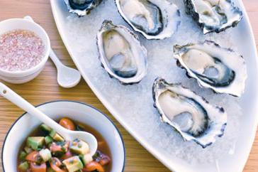 How to cook Oysters with ponzu, mignonette sauce and gazpacho salsa