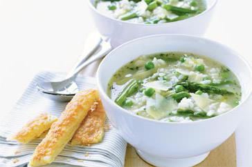 How to cook Pea, asparagus and rice soup with Romano sticks