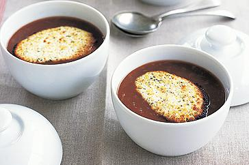 How to cook Red onion soup with goats' cheese croutons