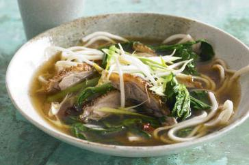 How to cook Roast duck and chrysanthemum noodle soup