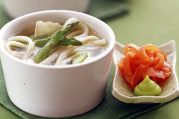 How to cook Smoked trout, asparagus and noodle soup
