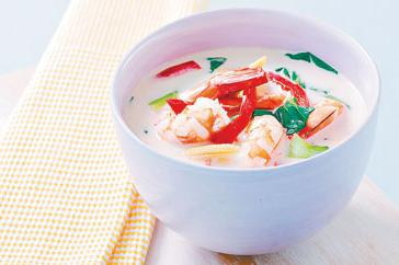 How to cook Thai coconut prawn soup with lemongrass and lime